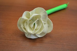 step-03-roll-your-petals-all-around-the-stem