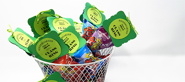 cover-finsihed-basket-of-ring-pop-party-favors
